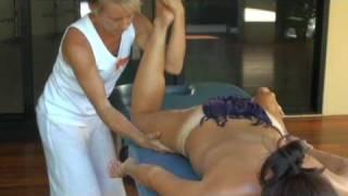 Repeat youtube video Hawaiian Lomi Lomi (Kahuna) Massage & Training - Essential Bodywork