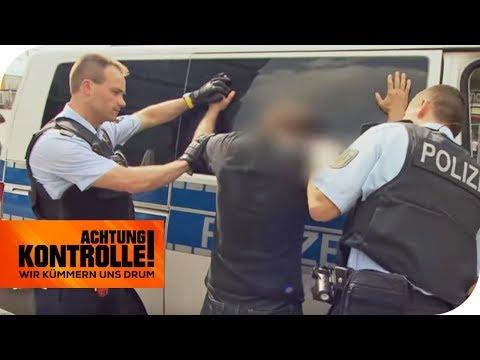 Personenkontrolle am Alexanderplatz: Ist er illegal in Deutschland? | Achtung Kontrolle | kabel eins