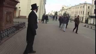 Пушкин в Казани на улице Баумана читает стихи и желает всем доброго утра
