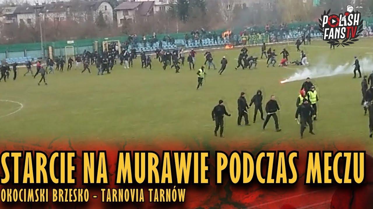 Starcie na murawie podczas meczu Okocimski - Tarnovia (16.03.2019 r.)