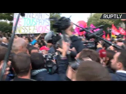 People protesting against proposed labor law reform in Paris (STREAMED LIVE)