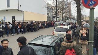 Erste Berliner Jobbörse für Flüchtlinge im Estrel