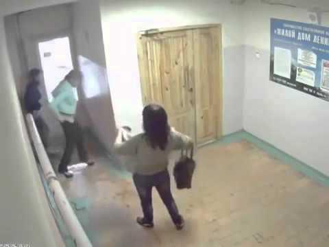 горячие ненасытные видео девушка писает на камеру выбритая