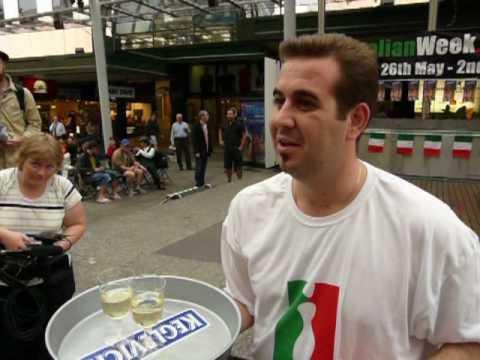 italian-week-waiter-races-brisbane