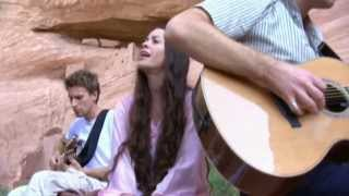 Alanis Morissette - I Was Hoping HD - (7 de 9 - Live In The Navajo Nation)