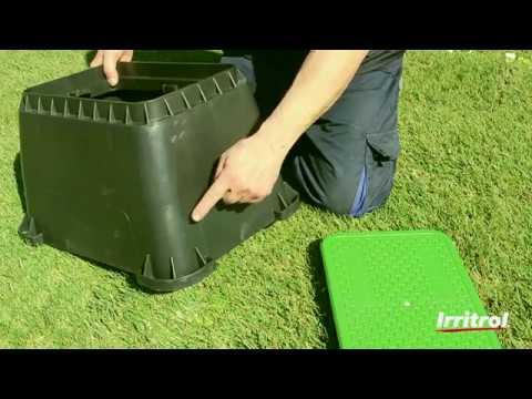 Pozzetti In Plastica Per Giardino.Come Installare Un Pozzetto Valvole Per Irrigazione Youtube