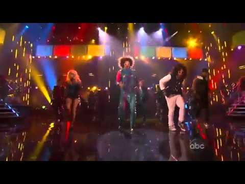 Justin Bieber shuffling with LMFAO at AMA's 2011