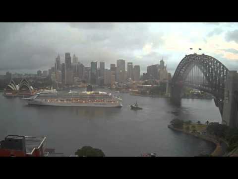 Aurora & Queen Elizabeth exchanging positions in Sydney Harbour 21.02.16