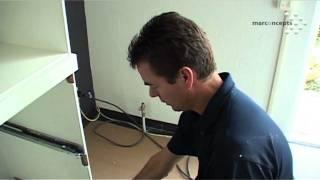 keukeninstallatie, magnetron oven en dubbeldeurs Boretti koelkast. Een videoverslag