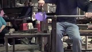 Glassblowing: Buzz Blodgett makes a Swedish Overlay Double-Twisty Bowl