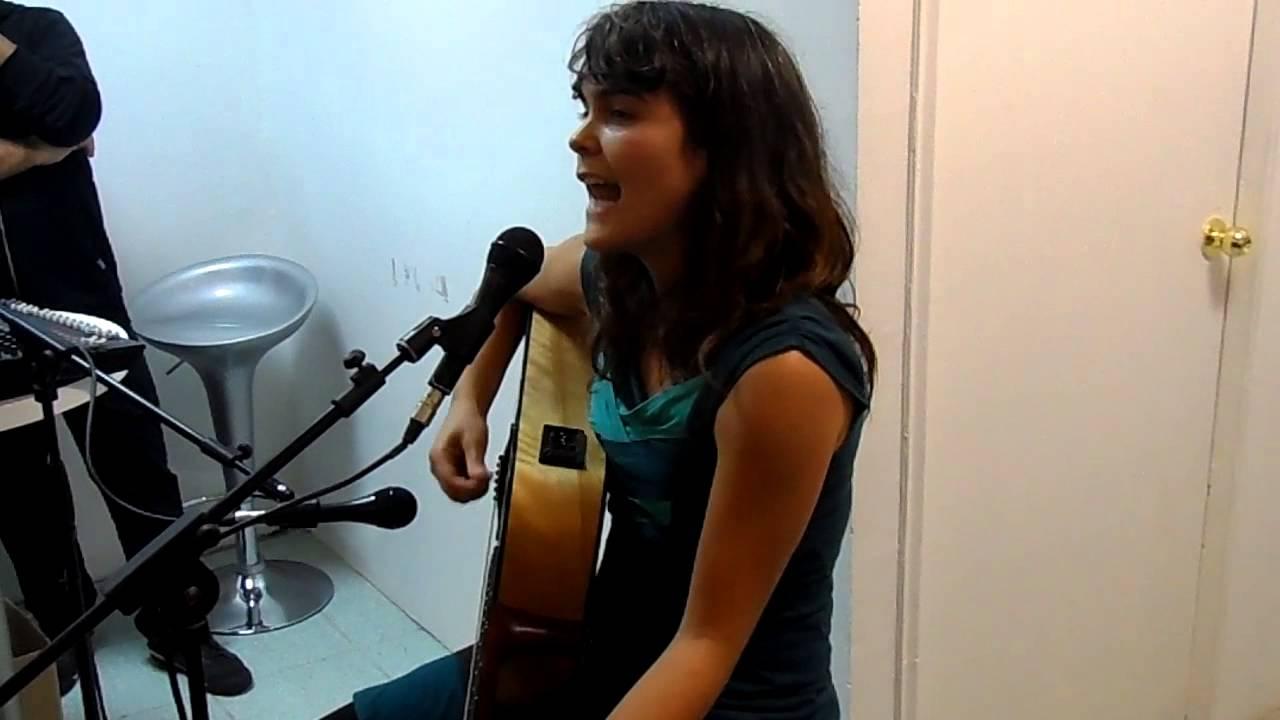 camila-moreno-hoy-traigo-una-cancion-tienda-musica-chilena-rodrigo-pantoja