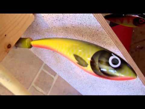 Lure painting drying envirotex airbrush youtube for Airbrushing fishing lures