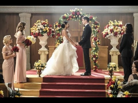 "Download Supergirl 3x08: Crisis on Earth-X Part 1 - Westallen Wedding + Kara sings ""Runnin' Home to You"""