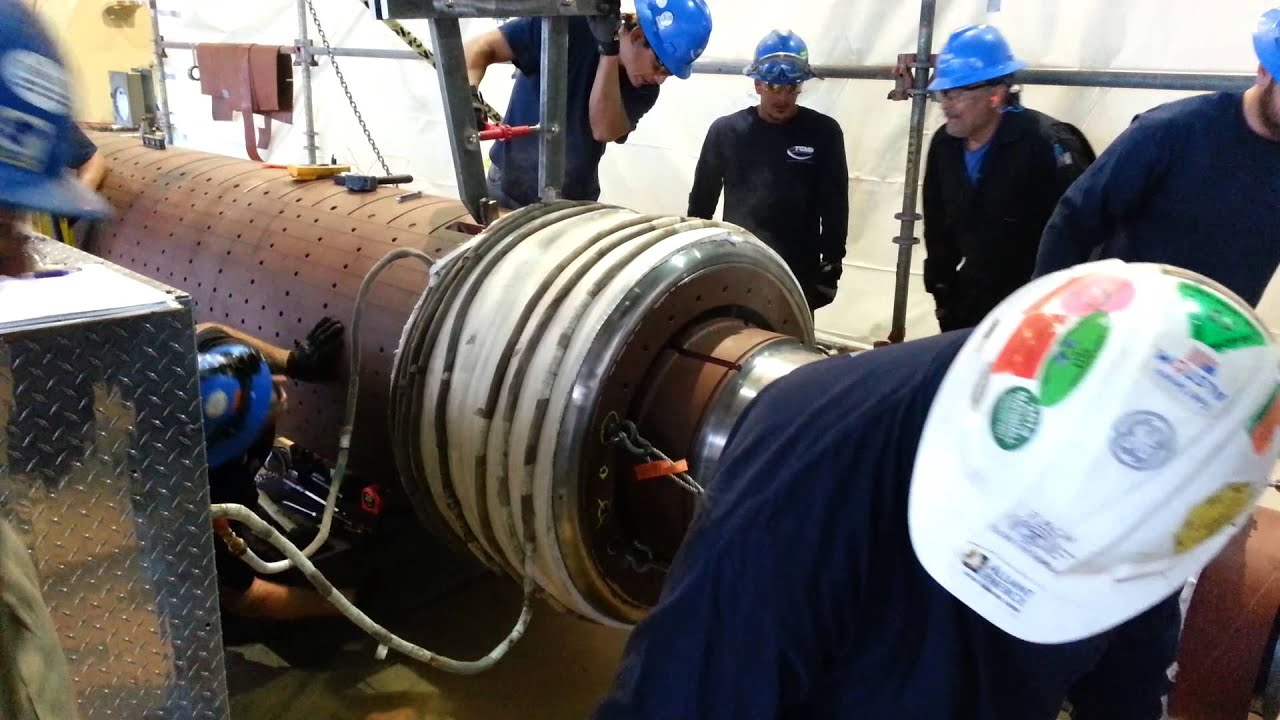 Taking retaining ring off a steam turbine generator
