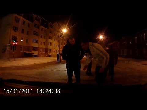Пьяные сотрудники ППС вне службы избивают незнакомого водителя Kia Rio в Ханты-Мансийске
