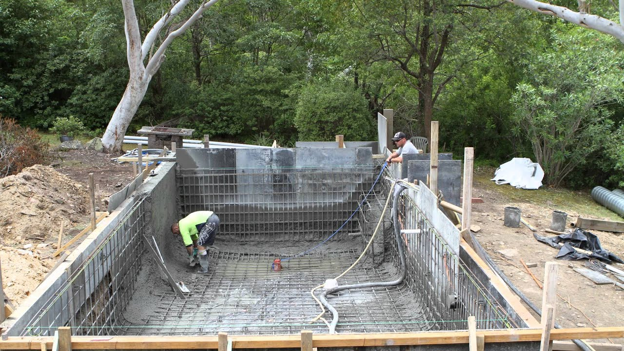 Swimming pool concrete spray youtube for Concrete swimming pool
