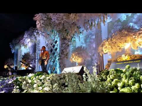 Things Will Get Better - Agnez Mo at Private Wedding Surabaya 190914 (video by @taufiknic)