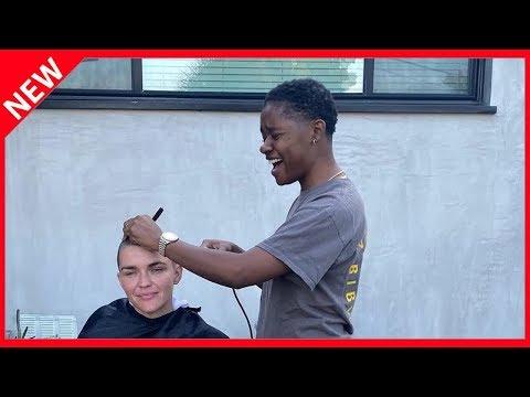 David Schwimmers Tochter (9) lässt sich die Haare abrasieren from YouTube · Duration:  3 minutes 22 seconds