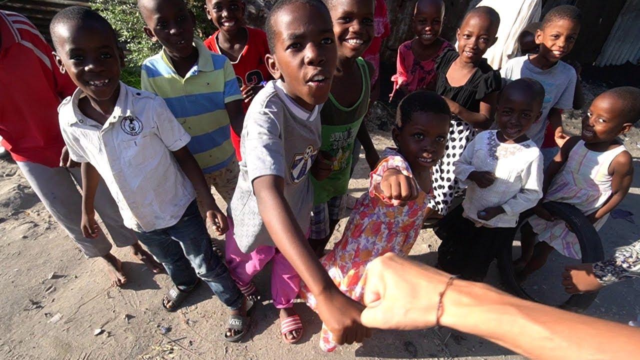 SINGUR IN CEL MAI SARAC CARTIER DIN TANZANIA