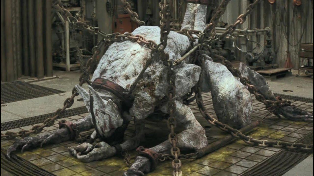 人类活捉异形女王,18根铁链栓不住,上万异形摧毁人类家园
