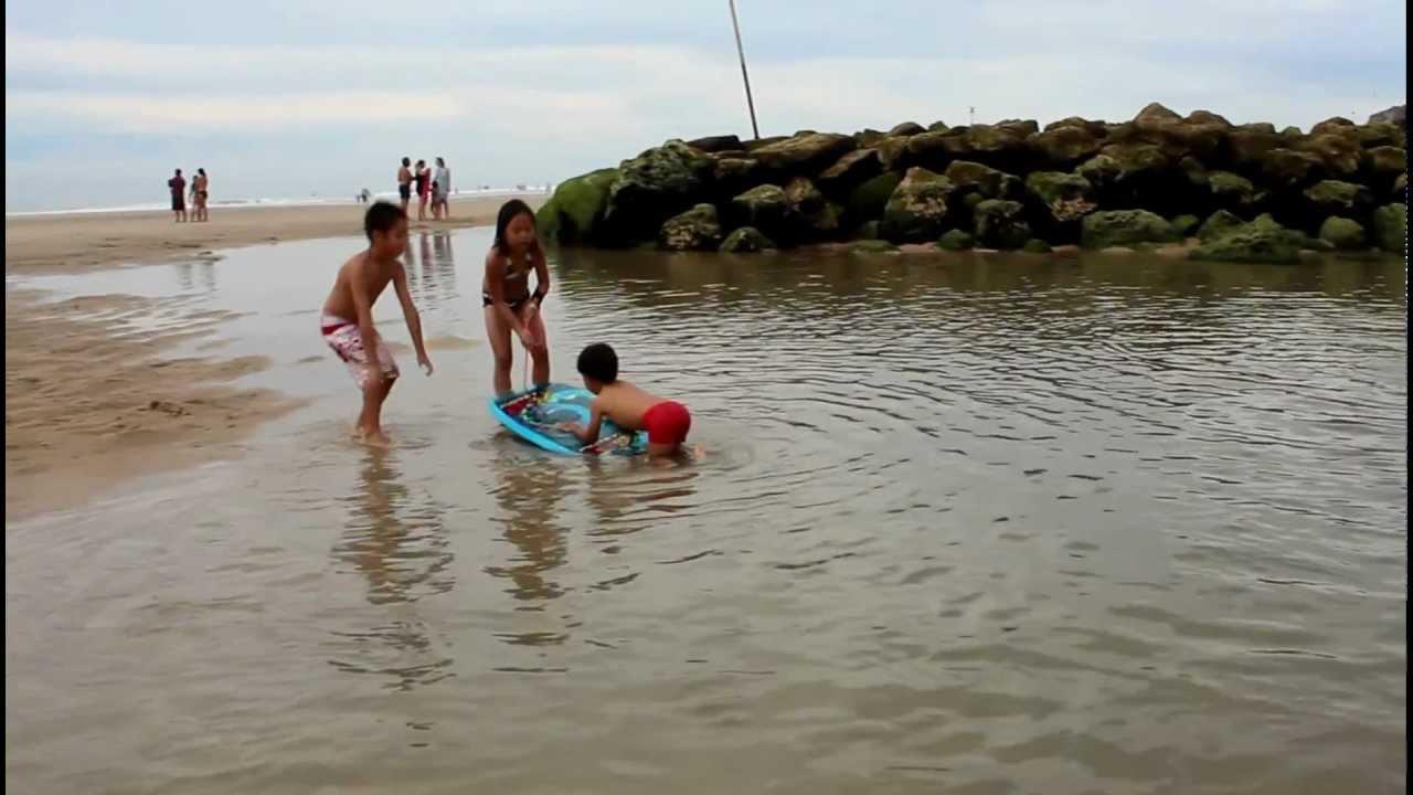 Sexy et toute nue sur une plage familiale Salopes videos