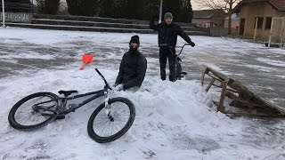 Skacemo Biciklama U Sneg !! thumbnail