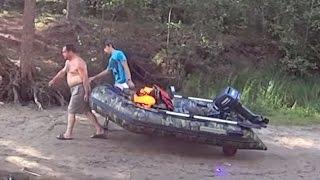 Транцевые колеса на лодке ПВХ в действии(Селигер, пересохла Копанка. Перетащили лодку 200 метров с помощью транцевых колес., 2015-11-09T12:48:17.000Z)