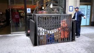 Грузовой лифт на Нью-Йоркском тротуаре.(, 2014-05-02T16:54:21.000Z)