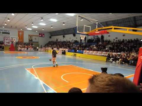 Paul Zipser Slam Dunk Contest @ Onil (Spain) 2010 First try