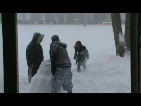 haciendo un mu?eco de nieve