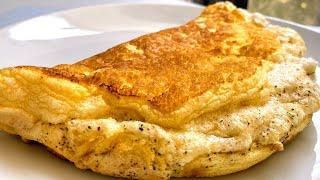 Простейший способ как приготовить пышный омлет на сковороде.  Супер воздушный омлет-суфле из 3 яиц.