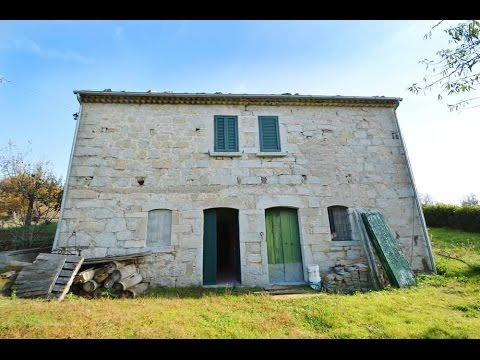 Casa in pietra viva con 4 ettari in vendita nel molise for Case con stanze nascoste in vendita