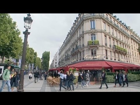 Triomphe of the luxury stores on the Champs Elysées