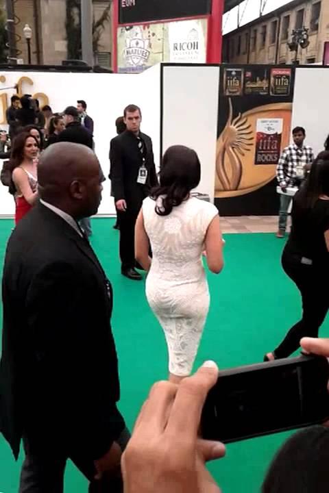 Hot Sexy Sonakshi Sinha Arrival And Hema Malini Iifa