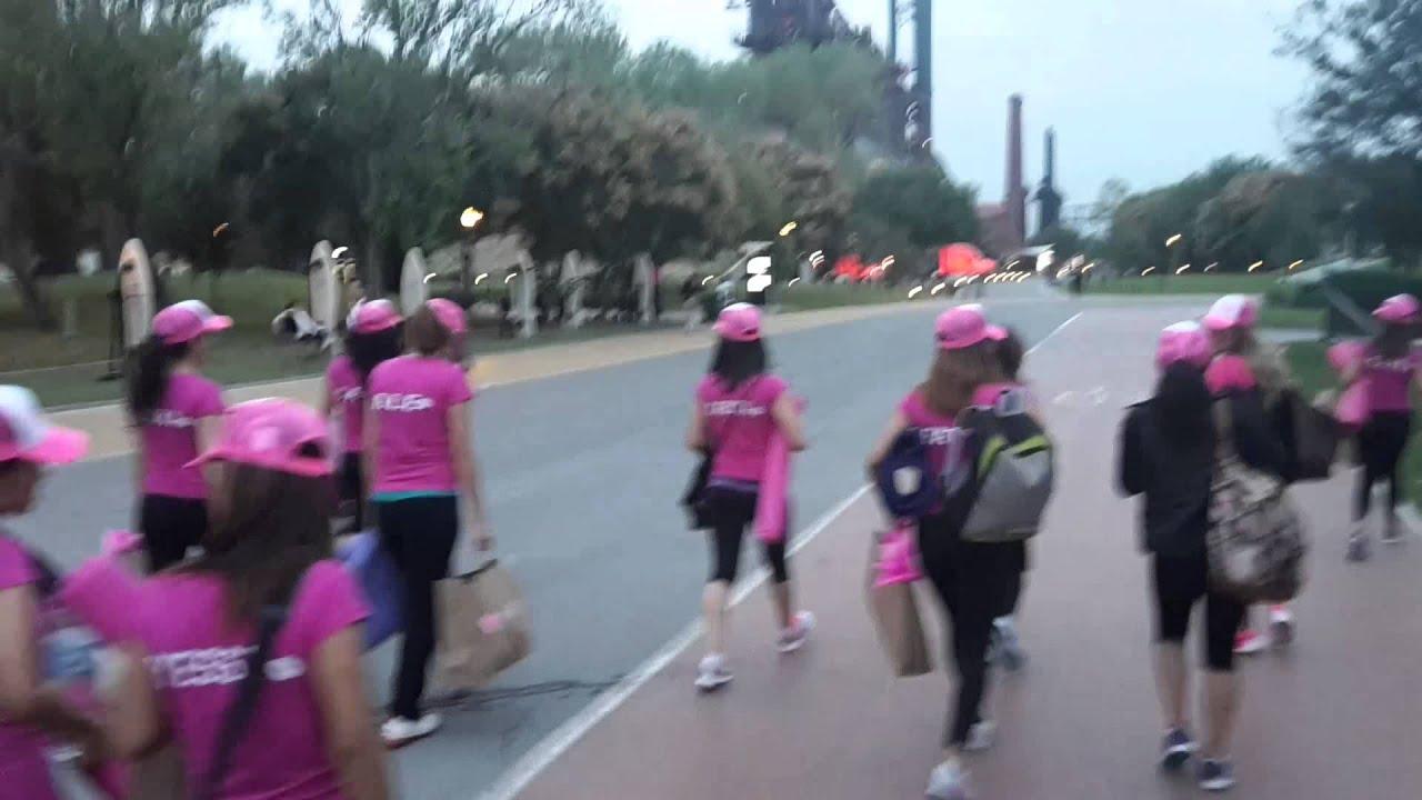 Fundidora se pinto de rosaaaa team beauty - YouTube