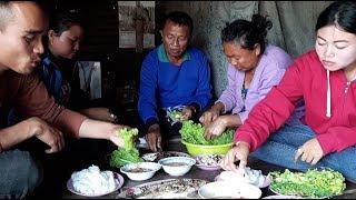พันข้าวปุ้นปลาเผา กับครอบครัวหรรษาของเฮา | ກິນພັນເຂົ້າປຸ້ນນຳກັນພີ່ນ້ອງ