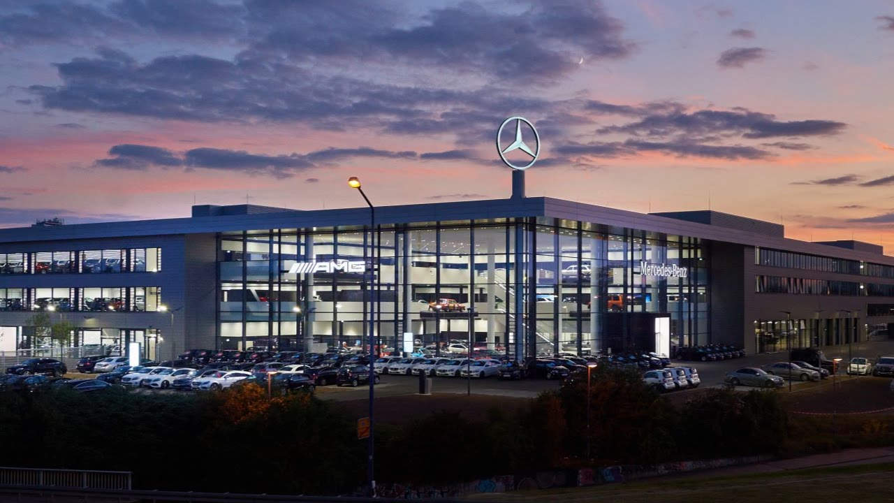 neues mercedes autohaus in frankfurt youtube. Black Bedroom Furniture Sets. Home Design Ideas