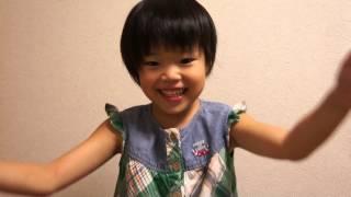 娘が幼稚園で覚えてきたお歌と踊りです。(笑)