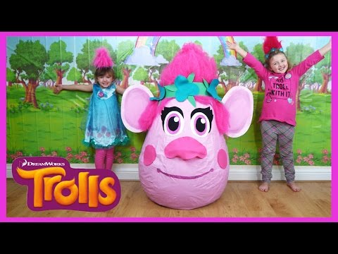 NEW TROLLS MOVIE SUPER GIANT EGG SURPRISE + TROLLS SONG + TOYS   The Disney Toy Collector