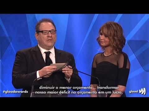 Jennifer Lawrence e Harvey Weinstein apresentando o 24º GLAAD Media Awards [LEGENDADO]