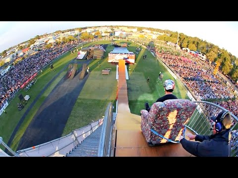 LOUNGE CHAIR vs MEGA RAMP!