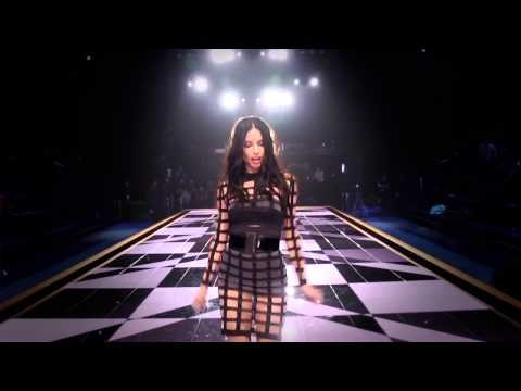 Victoria's Secret Angels Lip Sync 'Shake It Off'
