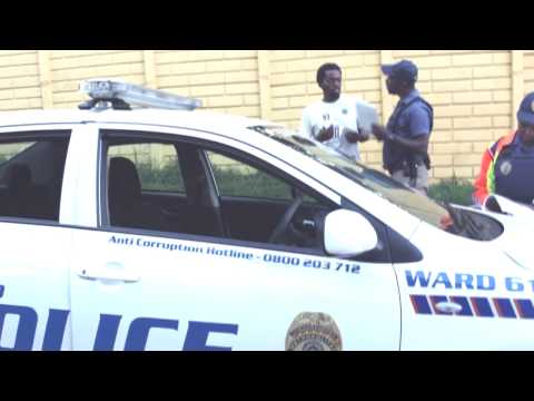 JMPD metro police abuse in jozi, cop assaulting a woman