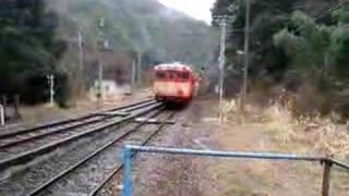 坪尻駅を出るキハ58 293+キハ65 34(国鉄色)