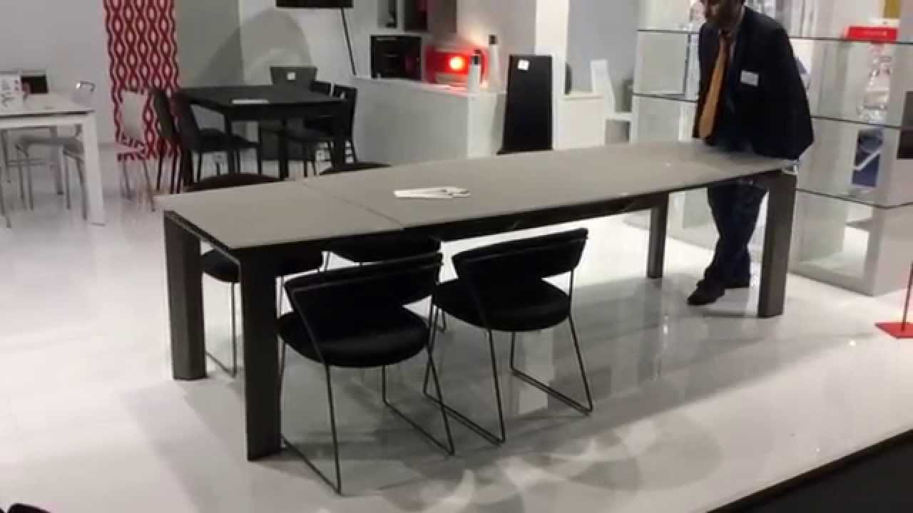 Calligaris tavolo moving youtube for Tavolo calligaris vetro temperato