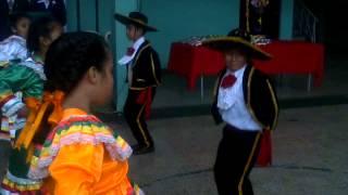 Niños Bailando Musica Mexicana (Jarabe Tapatio) - Dia Del Padre 2013
