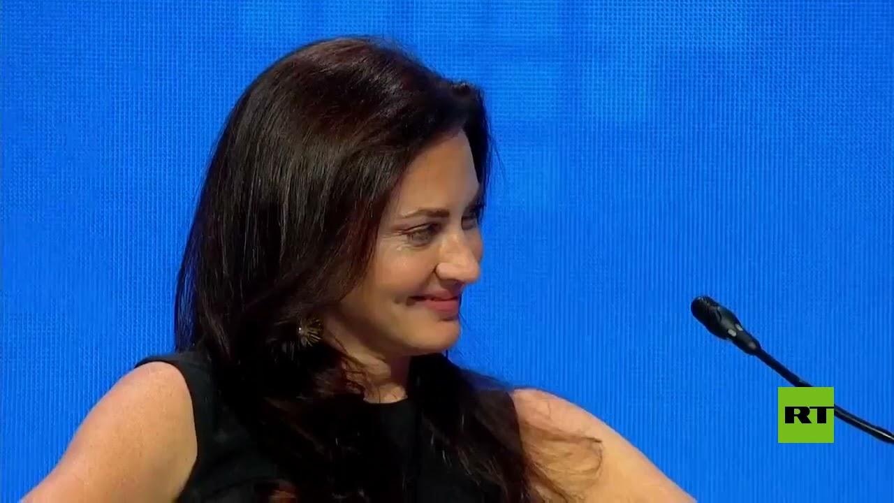 بوتين: أمامي امرأة جميلة تكرر السؤال وكأنها لم تسمع ما قلت  - 15:54-2021 / 10 / 14