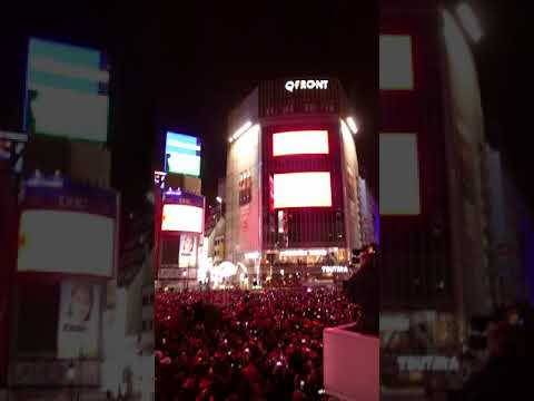Scene from New Year's Eve countdown at Tokyo's Shibuya scramble 2018-2019 [RAW VIDEO]