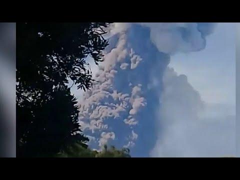 Gunung Soputan Meletus dan Keluarkan Abu Vulkanik