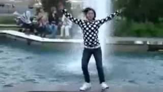 Супер тектоник(молоденькой девушки возле фонтана., 2010-05-05T13:47:02.000Z)